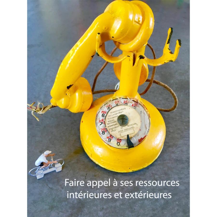 Téléphone jaune
